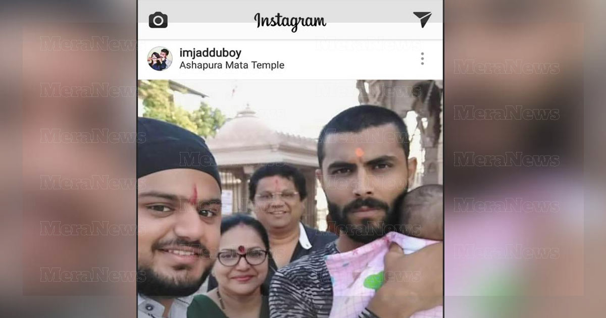http://meranews.com/backend/main_imgs/Cricketer-Ravindra-Jadeja_cricketer-ravindra-jadeja-offers-prayers-at-aashapura-temple_0.jpg?36