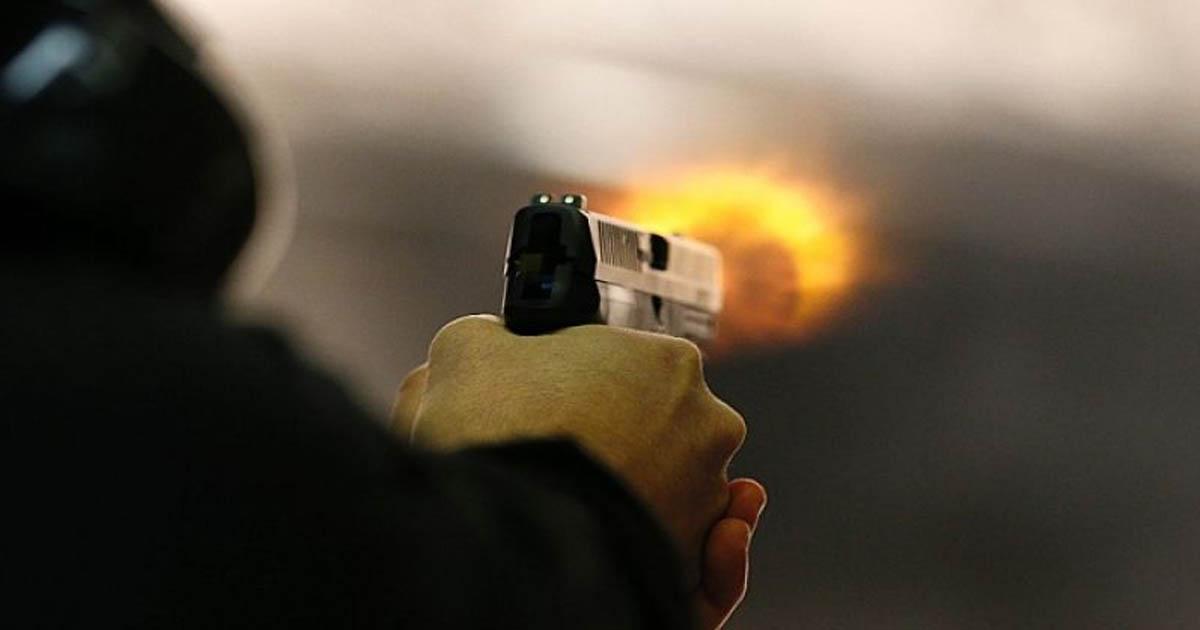 http://meranews.com/backend/main_imgs/firing2_dwarka-firing-in-marriage-during-garba-woman-died_0.jpg?24