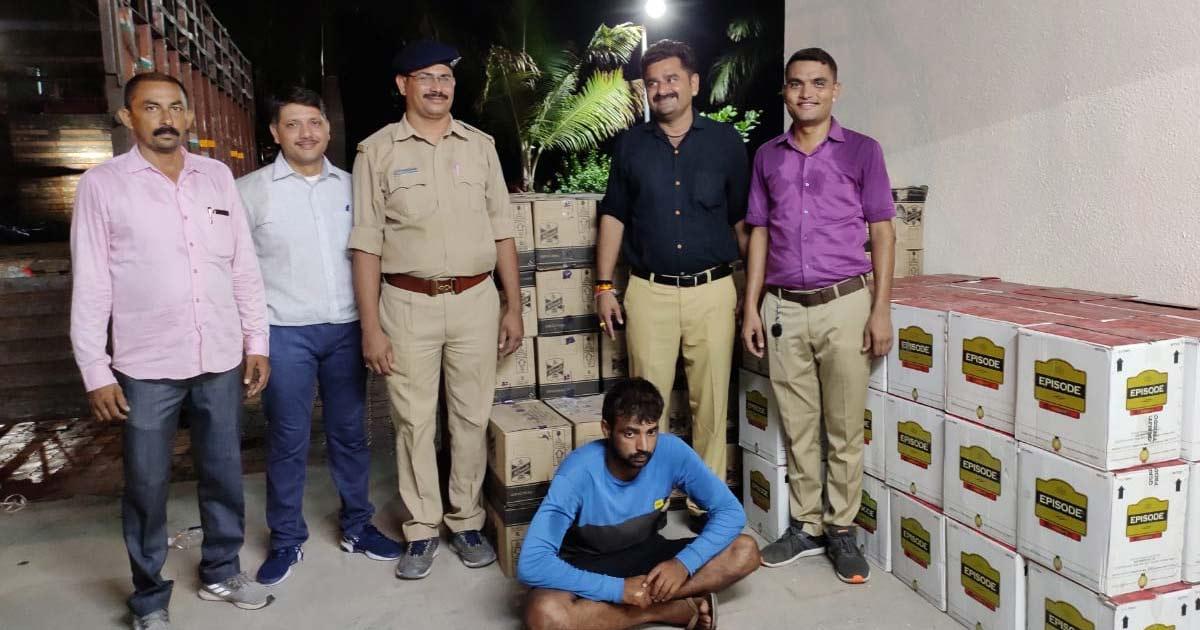 http://meranews.com/backend/main_imgs/liquor_liquor-worth-rs-666-lakh-seized-by-adalaj-police-near-gand_0.jpg?38