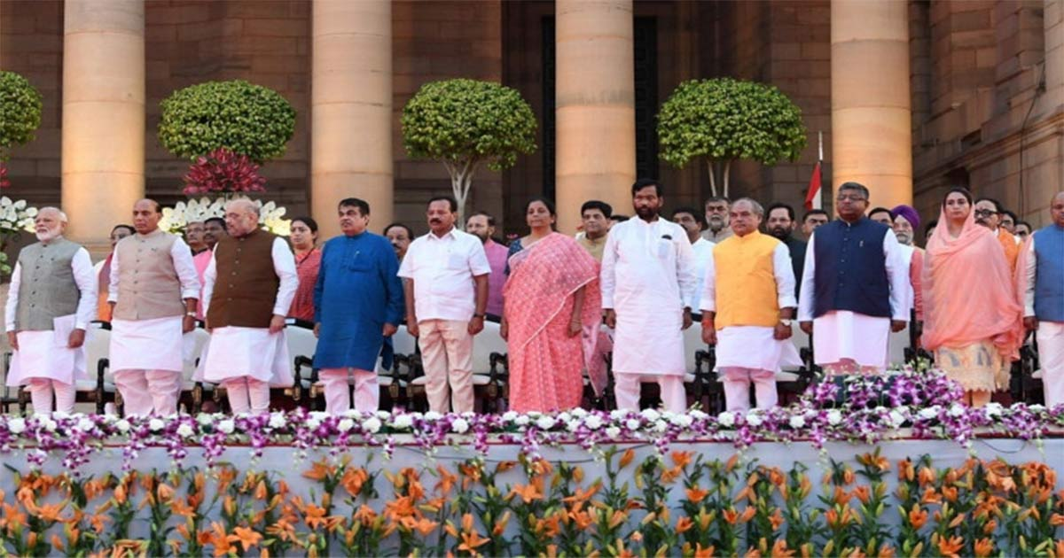 http://meranews.com/backend/main_imgs/pm-modi_amit-shah-gets-home-nirmala-gets-finance-defence-goes-to-r_0.jpg?32