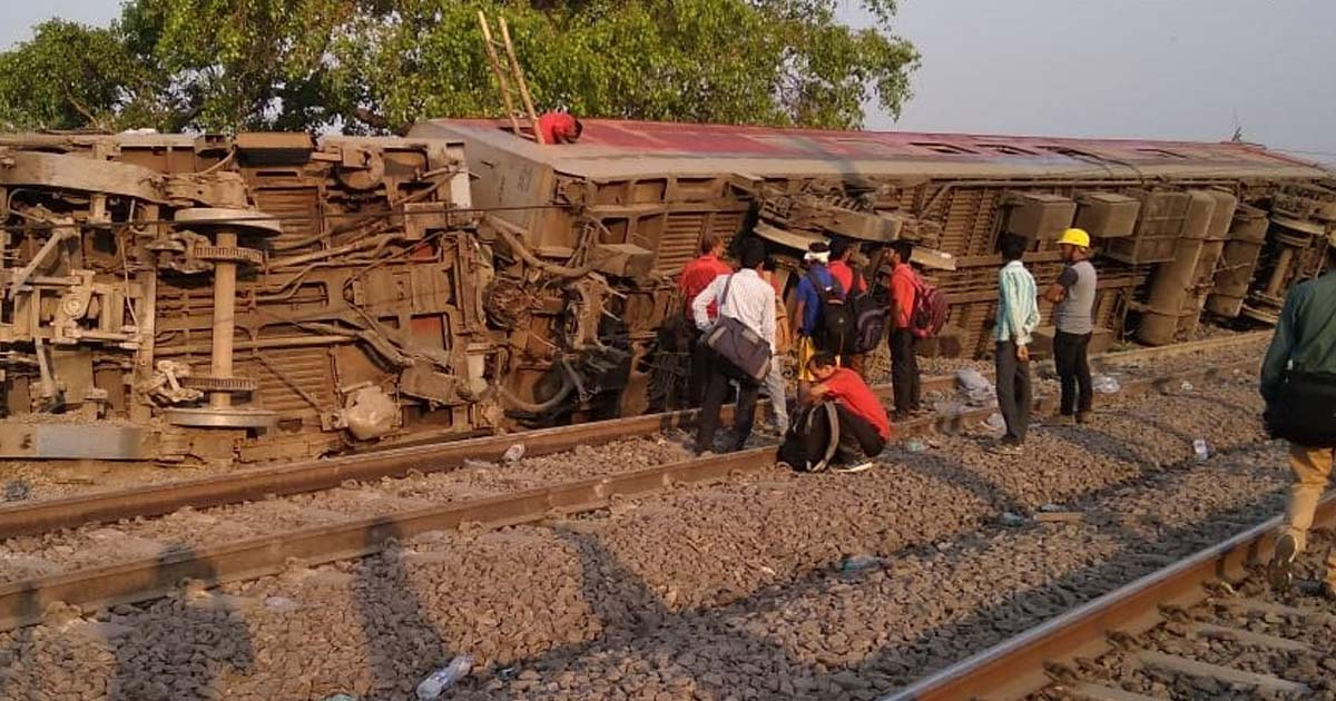 http://meranews.com/backend/main_imgs/railway-0_12-coaches-of-poorva-express-derails-near-rooma-in-kanpur_2.jpg?99?16
